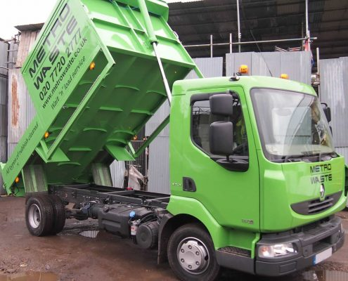 Waste disposal tipper truck