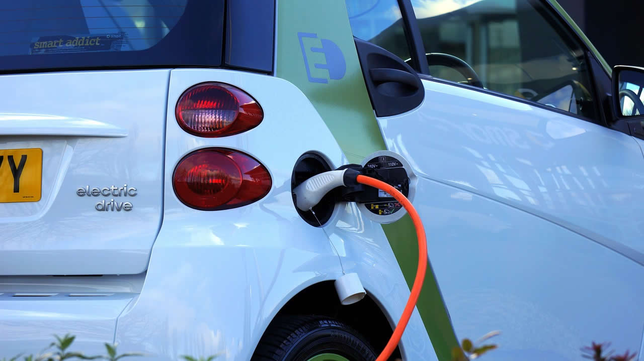 Diesel v. Electric Cars – Which Is Better For The Environment?